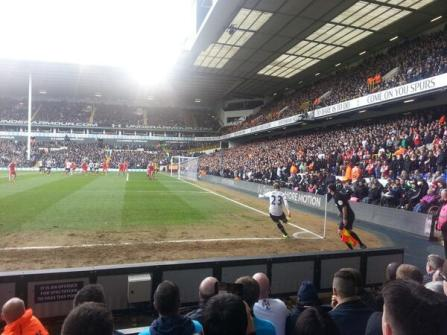 Eriksen taking a corner vs Southampton