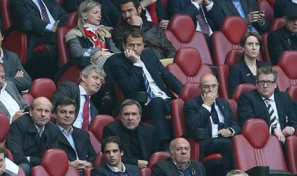 Tim Sherwood in stands against Benfica