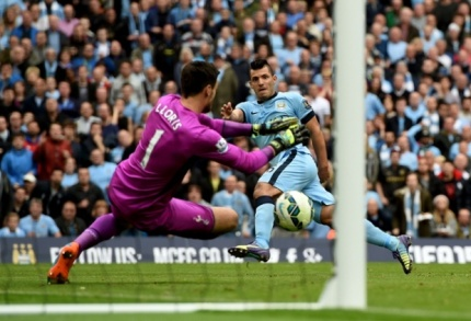 Lloris saves Aguero penalty